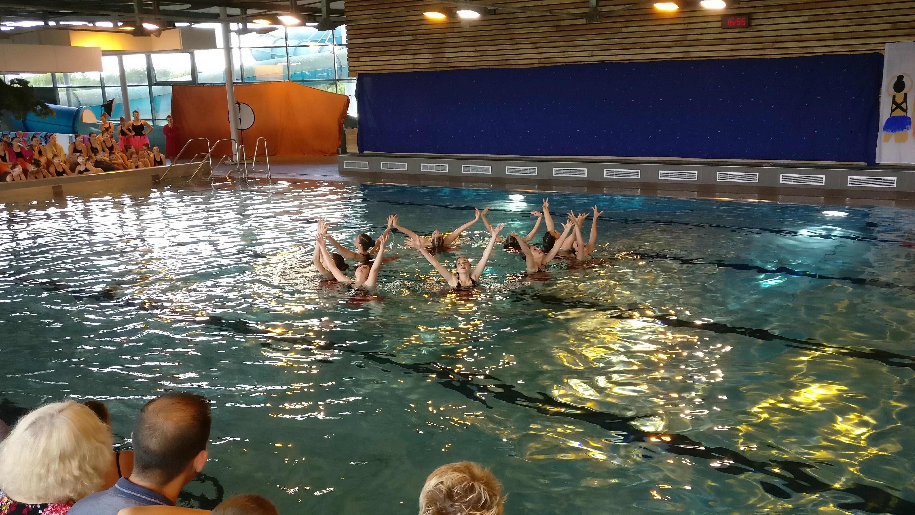 Natation synchronis e pont ch teau natation for Piscine pontchateau